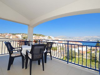 BLUEHOUSE 3 apartment with sea view, 250m from a beach