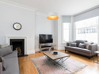 Luxury 2bed 2bat flat to stay in Earls Court