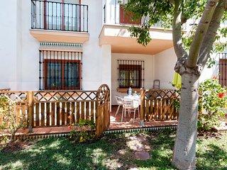 """Ricky""""s Village EL PATIO: Apartamento  con piscina junto a la playa."""