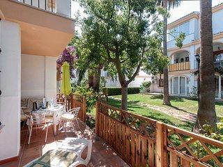 Ricky´s Village EL PATIO: Apartamento  con piscina junto a la playa.