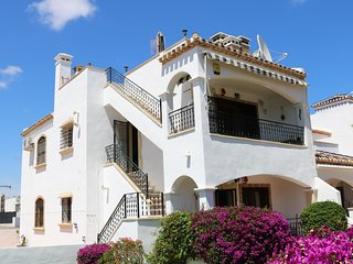 Luxury top floor apartment near to Villamartin