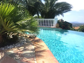 211046 3-bedroom, 2 bath villa for 6 people, pool, sea view priced competitively