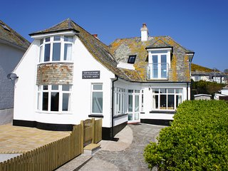 Deep Blue Shore - Large luxury cottage with fantastic sea views