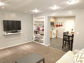 Great 2 bed Basement Apt in Quiet Neighborhood Close to Ski Resorts and Shopping