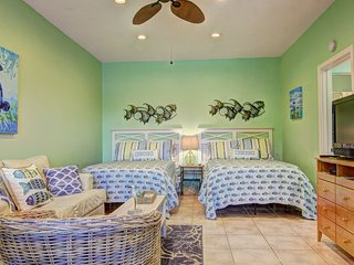 Sweet Escape at Island Retreat! Adorable studio unit with boardwalk to the beach
