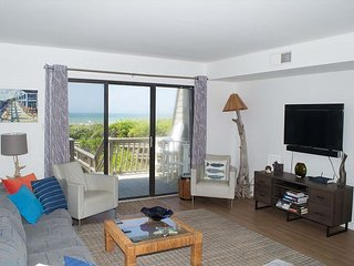 4BR Oceanfront Condo with Private Beach Access and Swimming Pools!
