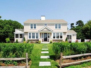 Magnificent Luxury Home, Beach views, 100 STEPS to the SAND, Slps 12