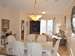 Condo, 3 Bedrooms, 2 Baths, (Sleeps 6). FREE Wireless. Beach Shuttle , 2 pools