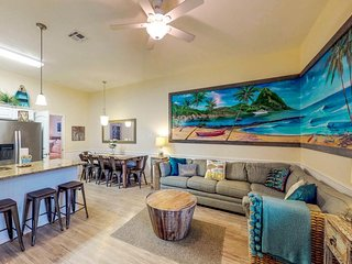 Expansive family-friendly home w/shared pool - close to the beach & dogs welcome