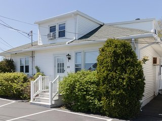 Ocean view cottage w/ patio & grill - 1 block to Long Sands Beach, walk to town!