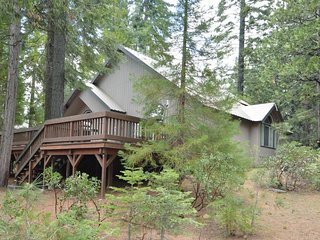 Dog-friendly home w/ fireplace, entertainment, & large yard - drive to the lake!