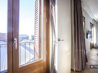 Wonderful 4 bedroom Apartment in Barcelona (F0767)