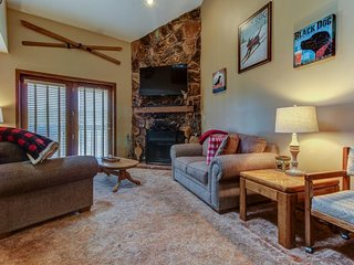 Comfortable condo near the slopes w/ balcony offering mountain and village views