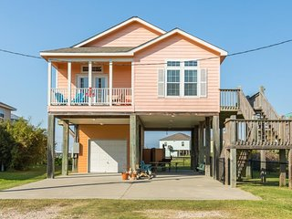 NEW LISTING! Lovely dog-friendly home, near the beach-bring the whole family