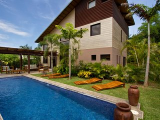 Woodbox Luxury Beach Villa - World Famous Surfing!