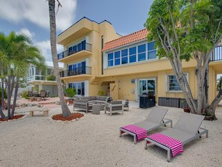 A vacation gathering place 3 Apartment complex 4 Bed /4.5 Baths and 4 boat slips