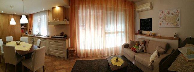 panoramica cucina e divano di Loft Aurora