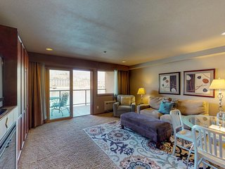 Lakefront condo with shared pool, hot tub, near downtown Chelan!