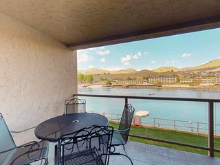 NEW LISTING! Lakefront condo with shared pool, hot tub, near downtown Chelan!