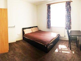 Cosy Bedrooms close to Victoria Park (Room 2)