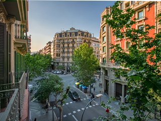 3br On Muntaner, Modern Amenities in The Center Of Barcelona's Eixample