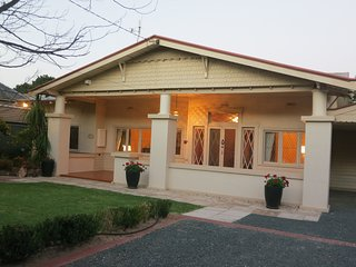 Three Bedroom Californian Bungalow with Outdoor Spa and Free Wi Fi