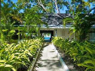 Villa Aliseo  * Near Ocean * Located in  Wonderful Sandy Lane