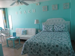 NEW Direct Ocean Front Studio-Daytona Beach-Spectacular View-Free beach chairs