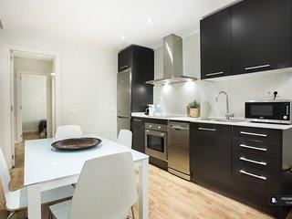 Superb 3 bedroom Apartment in Barcelona (F8444)