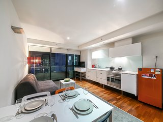 Cozy CBD Suite, SOUTHERN CROSS + POOL + FREE WiFi