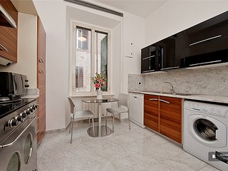 Exquisit 3 bedroom Apartment in Rome  (FC6156)