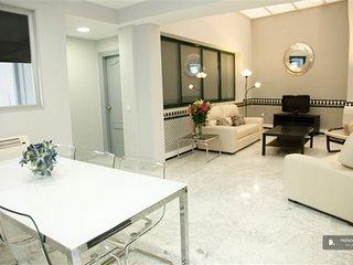 Exquisit 2 bedroom Apartment in Seville  (FC9553)
