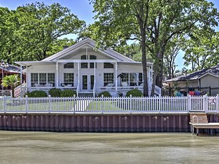 NEW! Dream Cedar Creek Lake House w/ Huge Deck!