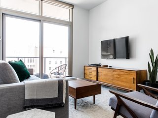 Sleek 1BR | WiFi | Downtown by Lyric