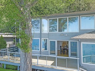 Four Stone Beach House Near Seattle, Vashon Island Washington