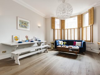 The Bright Victorian Gloucester Road Apartment- JBSN