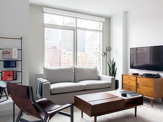 Fashionable 2BR | Lounge | Downtown by Lyric