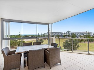 BAL1310 KINGSCLIFF 3 BEDROOM TOP FLOOR APARTMENT WITH OCEAN VIEWS