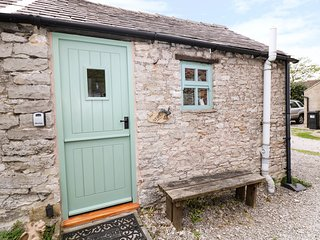 THE STUDIO, ground floor studio cottage, roadside parking, in Bradwell, Ref 3074