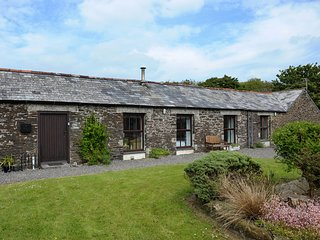 THE STABLES, woodburner, exposed beams, close to the beach, in Crackington Haven