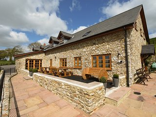 THE BARN, smart and stylish detached house on a large farm with hot tub, and pla
