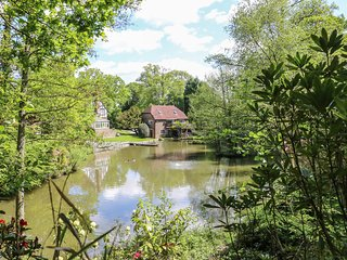 MISWELLS COTTAGES - LAKE VIEW, maisonette, raised decking in woodland setting