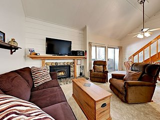 Mountain Shadows Escape Studio w/ 3 Pools, Jacuzzi & Sauna - Steps to Shuttle