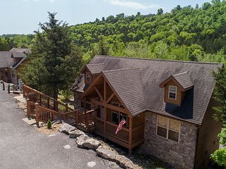 Stunning 2 bed, 2 bath lodge located at Stonebridge Resort!