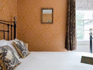 Stunning Grade II listed 6 bedroom Georgian townhouse
