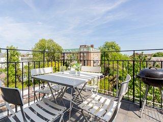 Elegant Apartment in Kensington overlooking Freddie Mercury's Garden