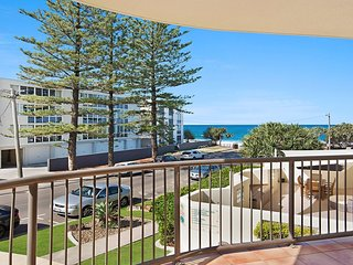 Pandanus Shores unit 5 Kings Beach QLD