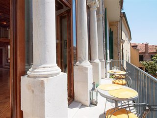 Magnificent 3 bedroom Apartment in Venice  (FC2683)