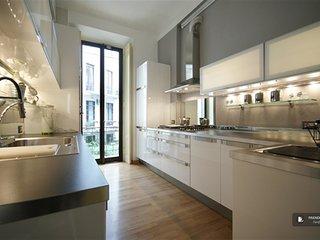 Superb 4 bedroom Apartment in Milan (FC4818)