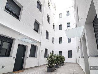 Superb 4 bedroom Apartment in Madrid